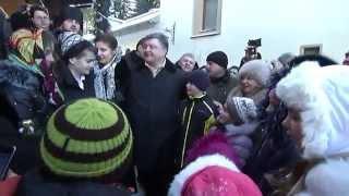 УКРАИНА .Порошенко делает вид что  поёт колядки 7.01.2015(, 2015-01-07T19:16:47.000Z)