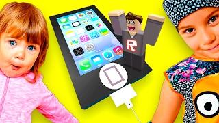 ПОБЕГ ИЗ ГИГАНТСКОГО IPHONE Roblox - Развлекательное видео для детей - Мультик игра для детей