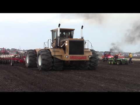 Rite 750 Earthquake Pulling a 20 Bottom IH 800 Plow