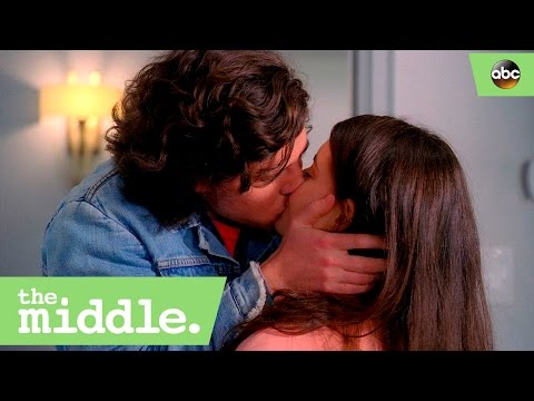 Axl and Lexie's First Kiss - The Middle 8x18