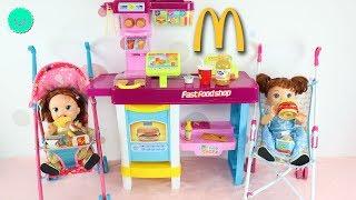 Las Gemelas SARA Baby Alive van al McDonalds en sus sillitas de paseo