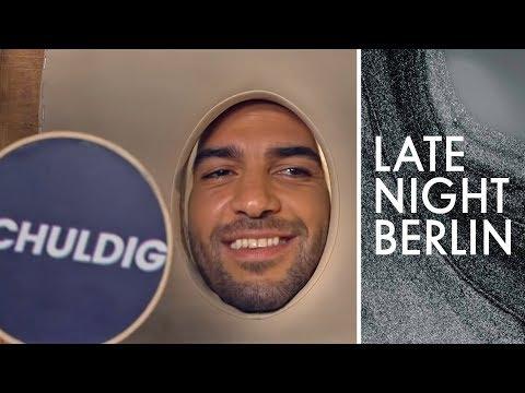 Elyas M'Barek im Massage-Interview | Late Night Berlin | ProSieben