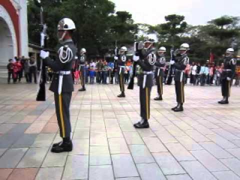 Taipei sightseeing - Guards at Chiang Kai-Shek Memorial