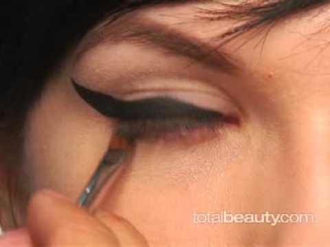 Recreate Amy Winehouses Signature Makeup Look