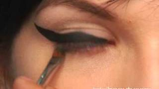 Video Recreate Amy Winehouse's Signature Makeup Look download MP3, 3GP, MP4, WEBM, AVI, FLV Mei 2018