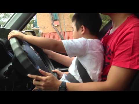 Em tập lái ô tô