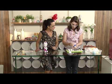 Aprenda a fazer um coelho de páscoa em biscuit para enfeitar pote de doces!