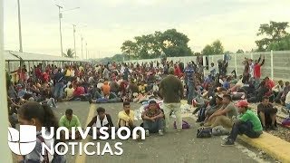 Migrantes se encuentran en la frontera entre México y Guatemala