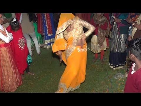 पीली-साड़ी-वाली-भाभी-जी-के-डांस-के-दीवाने-हो-जाओगे-||-डांस-कॉम्पिटिशन-#divyanshi-singer-#aryanstudio