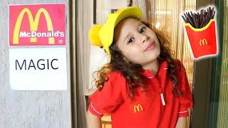 Refeição feliz do Magic McDonald !! Magic McDonald's Happy Meal