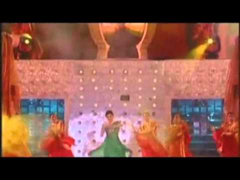 Aishwarya Rai Bachchan performing Dola Re from Devdas help concert