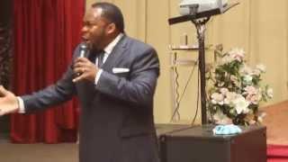 Pasteur Richard Tshibangu / Pour que la gloire de Jésus Christ vienne sur nous , nous devons