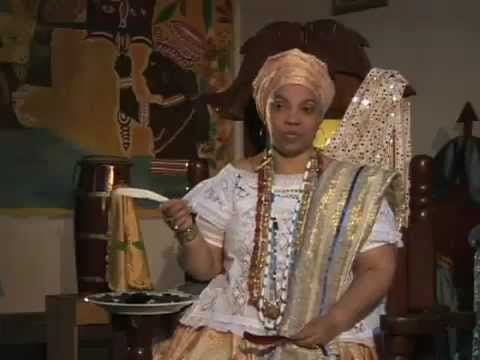 Mãe Márcia Doxum fala sobre o Candomblé  (lindo vídeo).