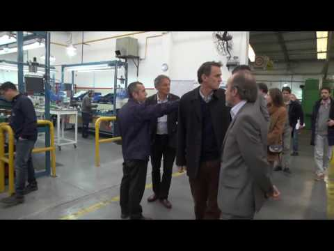 Katopodis recorrio la fabrica Vademecun junto al Ministro de la Producción