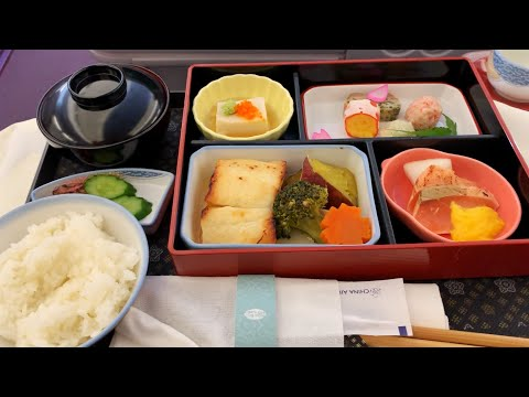 Flying BUSINESS CLASS on China Airlines Tokyo to Taipei