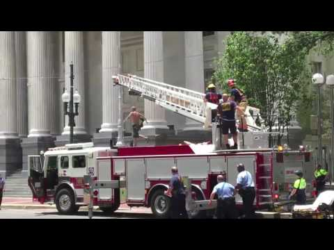 Watch capture, foiled escape attempt of man dangling from Gallier Hall flagpole