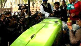 संसद के सामने ट्रैक्टर लेकर क्यों पहुंचे सांसद महोदय?| News Tak