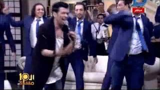 العاشرة مساء | سعد الصغير يهدى الابراشى وبرنامج العاشرة مساءً أغنية