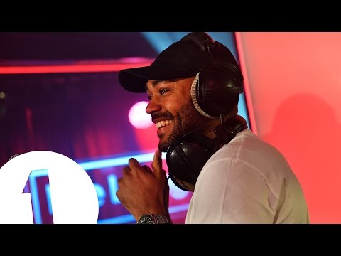 Kano - 'T-Shirt Weather in the Manor' in the Radio 1 Live Lounge