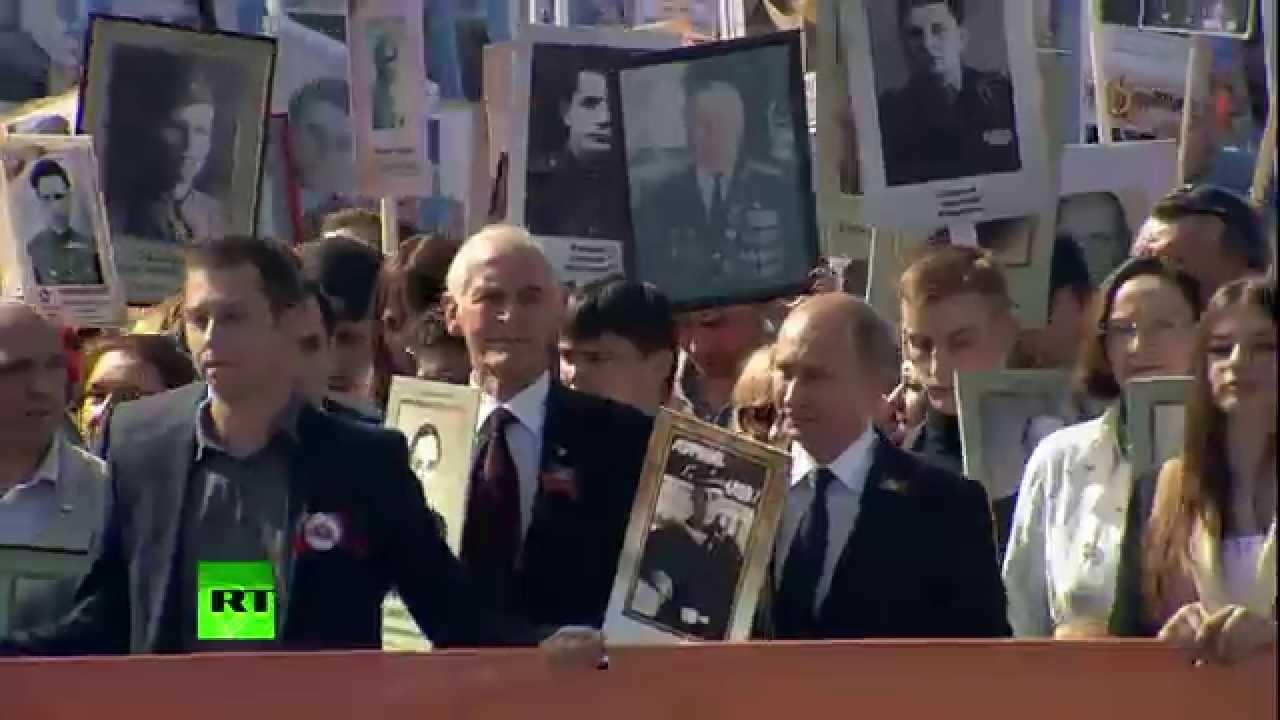 Владимир Путин с портретом отца возглавил шествие «Бессмертного полка» на Красной площади