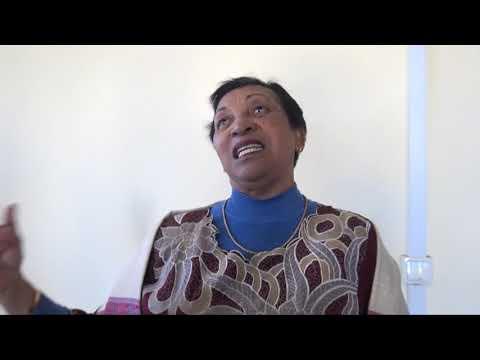 2 FOIRE FEMME AFRICAINE MAMPIKONY