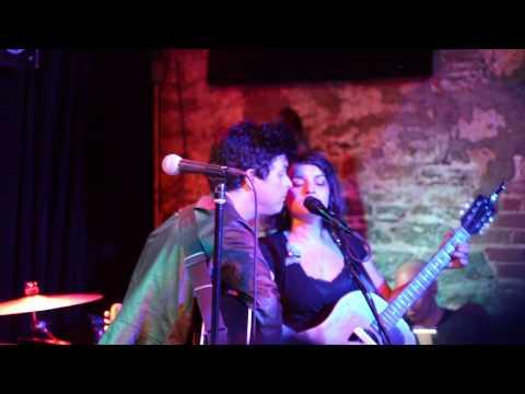 Billie Joe Armstrong & Norah Jones - Who's Gonna Shoe Your Pretty Little Feet? (New York City 2015)