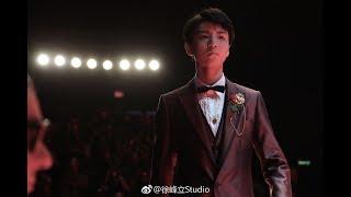 [Tổng hợp] Vương Tuấn Khải trình diễn trên sàn catwalk của show  thời trang DolceGabbana 17.06.17