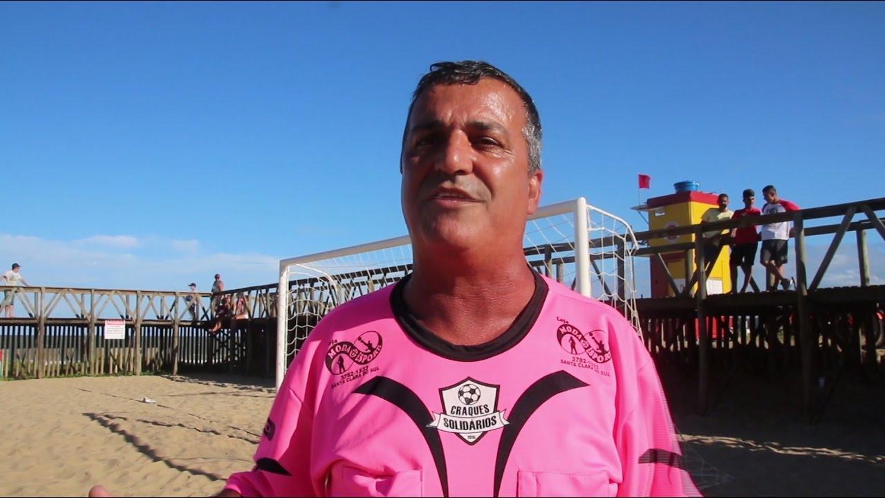 Рефери в розовом стал популярнее футбольных матчей, которые он судит