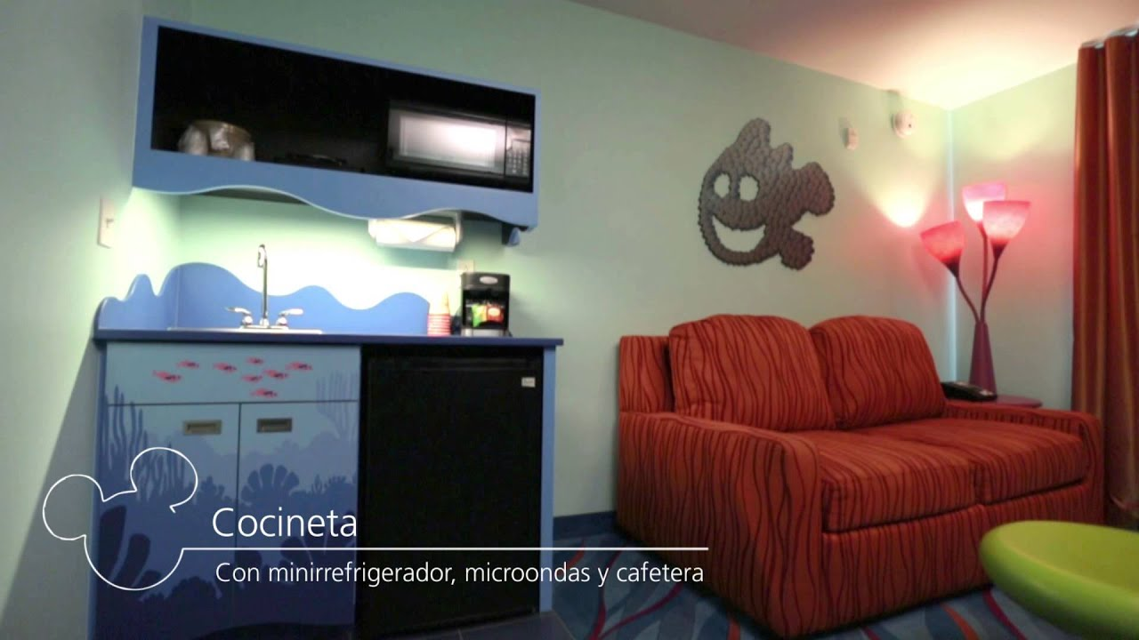 Disney 39 s art of animation resort tour de la habitaci n - Pegatinas disney para habitaciones ...