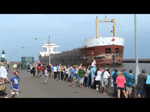 Cedarglen enters Duluth ship canal