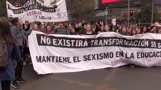 Estudantes impulsionam onda feminista no Chile