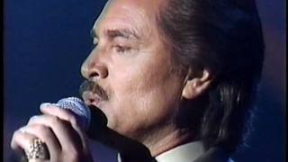 Engelbert Humperdinck  Wrap Your Arms Around Me  Live. Breathtaking voice.  wmv