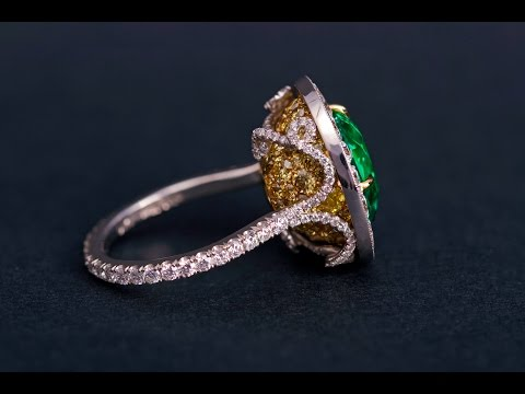 Emerald Ribbon Ring