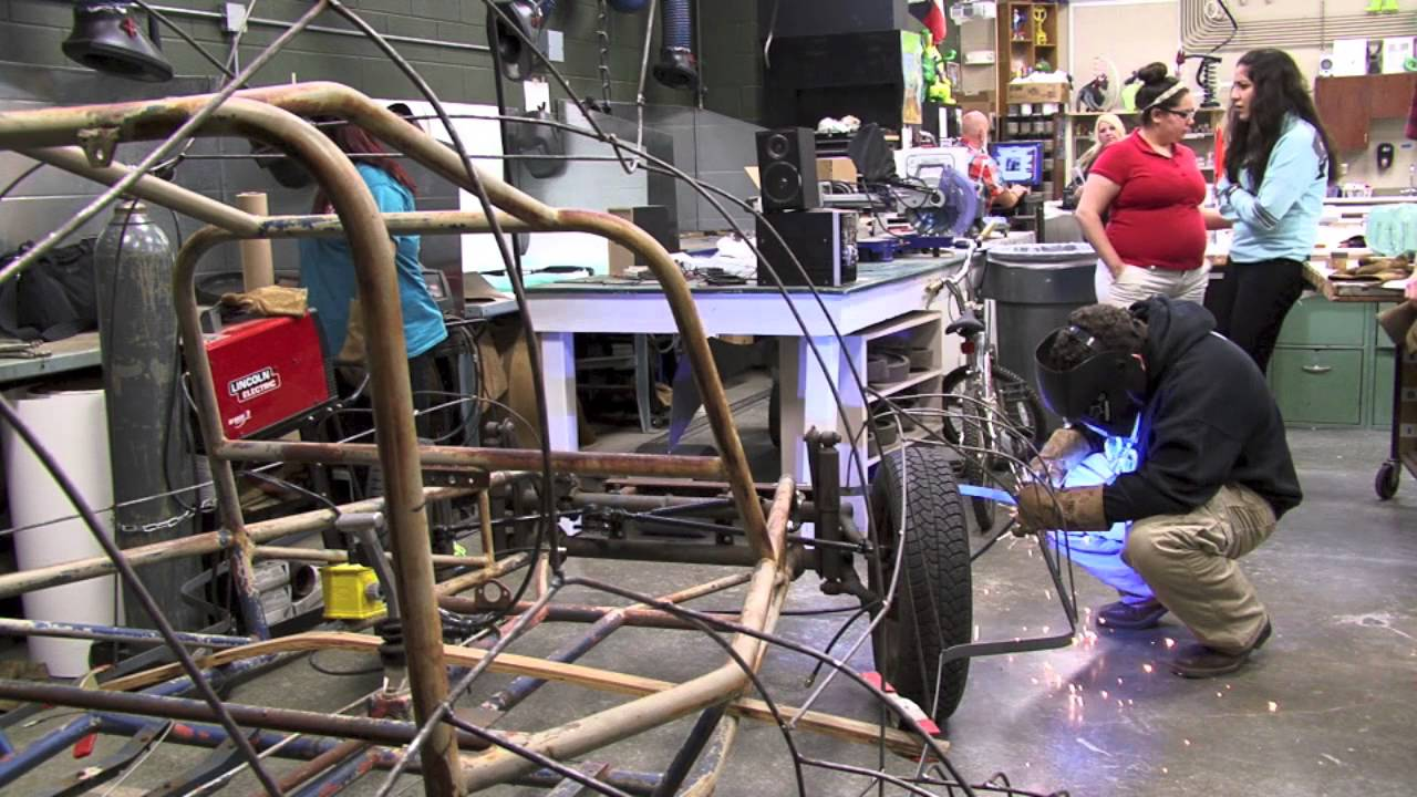 longview high school art car club students construct 39 wolf. Black Bedroom Furniture Sets. Home Design Ideas