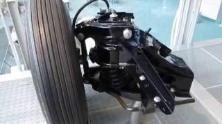 トヨタ産業技術記念館自動車館、サスペンションのしくみの動画 (サスペンション動作有)
