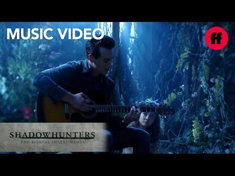 "Alberto Rosende - ""Nightshade"" Music | Season 3, Episode 1 | Shadowhunters | Freeform"