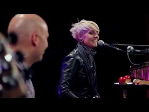 Talkin` `Bout A Revolution (Tracy Chapman) - cover by Irena & Mauro Giorgi