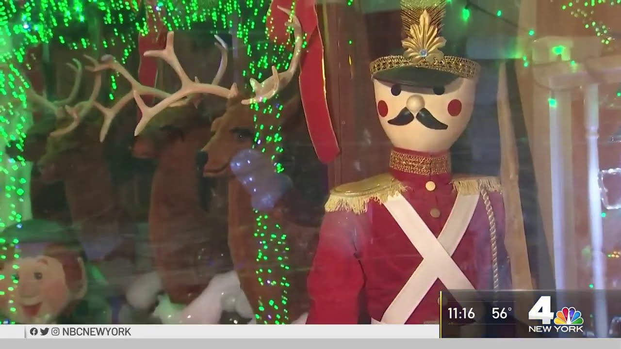 'Santa of Staten Island' Provides Light Show to Raise Money for Kids With Cancer | NBC New York