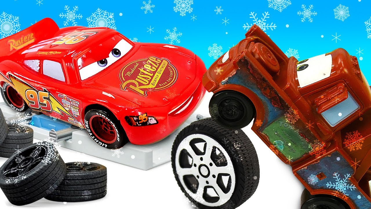 Молния Маквин купил новые колеса. Видео про машинки для мальчиков.