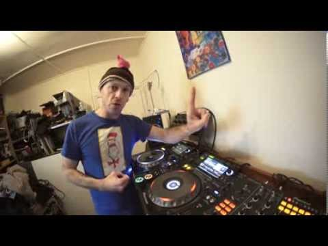 DJ LESSON ON ADDING EFFECTS( slip roll)  IN TO YOUR SET TUNE BY DJ VEAUX