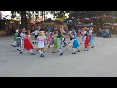 Traditional German Dancing - Chicken Dance