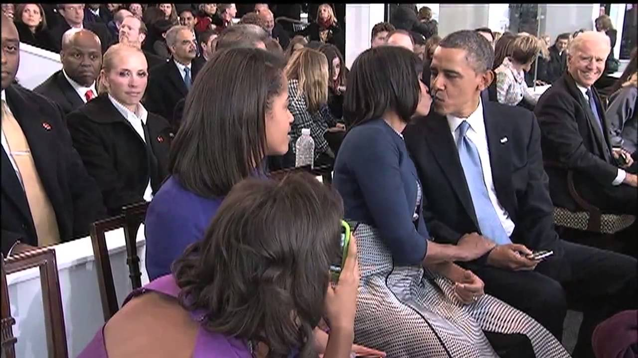 President's Daughter photobomb Barack and Michelle Obama When They ...