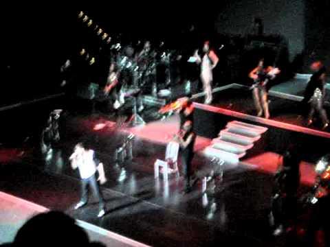 Ricky Martin, MAS Tour – Shake Your Bon Bon