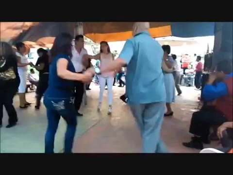 Baile sonidero y Cholas Bailando Cumbia Sampuesana