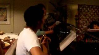 ギター、ピアノ、パーカッション男2女2 4人で奏でるのアコースティック...