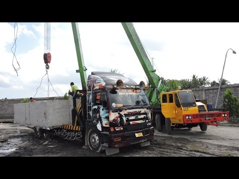 Self Loader Trucks Tadano Mobile Crane Installing Big Box Culvert