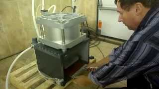 Прес пневматичний 5 тнс. для вирубки зразків.