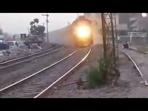 Egyptian locomotive Class 66 take pear curve at high speed (سكك حديد مصر _Egyptian Railways)