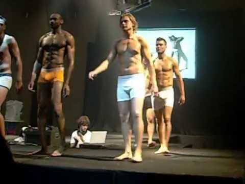40185f373ee94 Cierre desfile Calvin Klein - YouTube