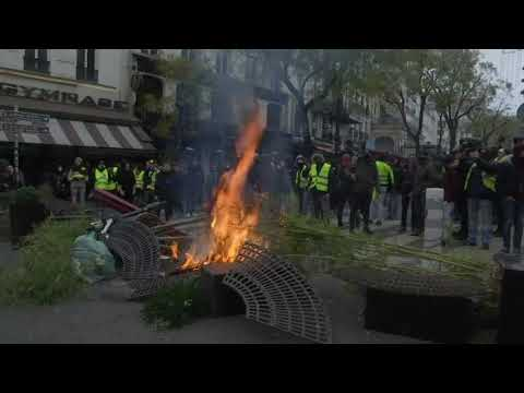 Paris protesters build barricades and set fires